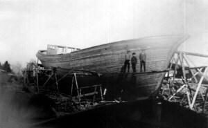 Laivan rakennusta Mäntlahdessa. Kuva L. Sakin arkisto
