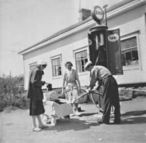 Bensaa suoneen Sorateiden Rubinsteinille jo 50 luvulla Raussin kaupan edustalla. Seija Tolsan arkisto.