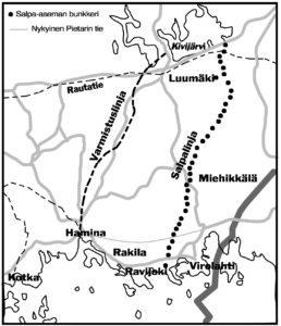 Kartan vanha tiestö, rautatiet ja varmistuslinja Arvo Tolmusen piirroksen mukaan. Bunkkerien sijainnit Esko Hyppäsen muistinvaraisten merkintöjen mukaan. Piirros Ilkka Ahmavaara.