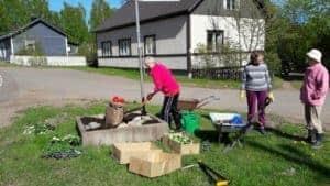 Pyötsaaren risteyksessä vas. MerviLailaja Aino. Kuva Tarja Porkka